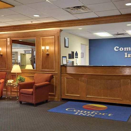 Comfort Suites (Twinsburg)