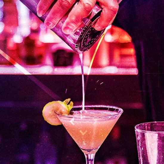 Bar Louie (Legacy Village)