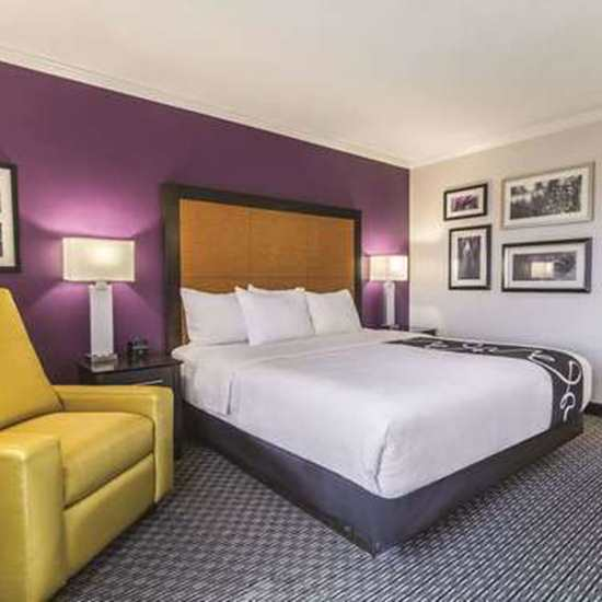 La Quinta Inn & Suites (Cleveland Airport North)